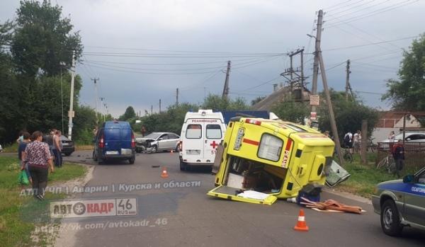 В Курске перевернулась машина «Скорой помощи»