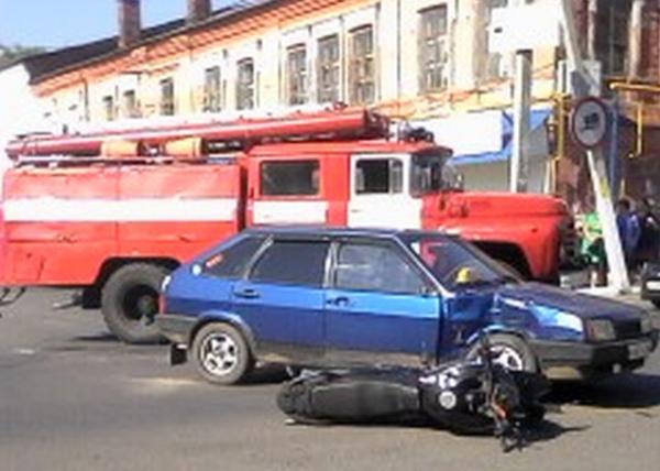 В Дмитриеве после столкновения с ВАЗом погиб водитель скутера