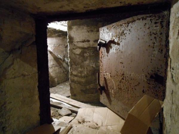 Во Льгове при взрыве в бомбоубежище едва не погибли два человека