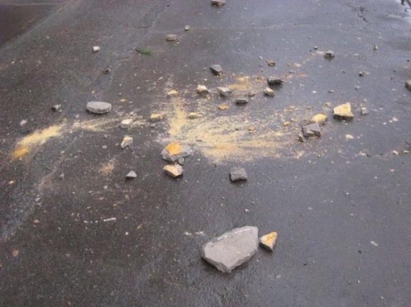 В Железногорске девушку травмировал брошенный с крыши многоэтажки кирпич