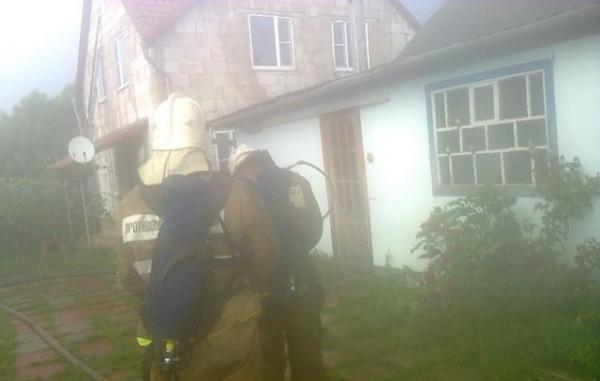 В Курской области огонь повредил два частных дома