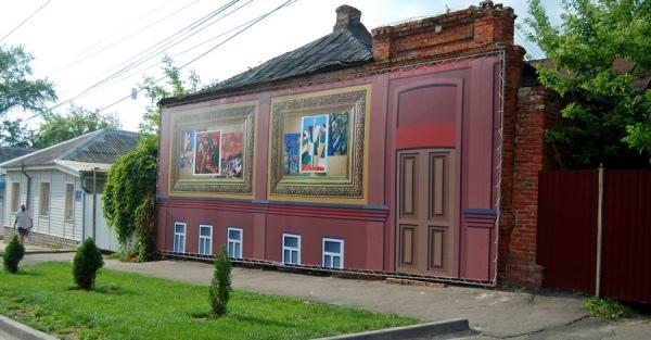 «Дом Малевича» в Курске закрыли баннером