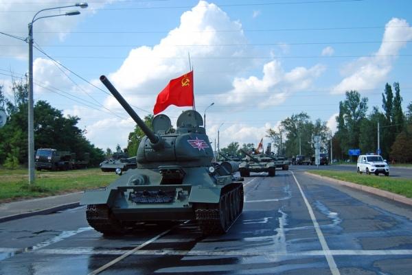 После прохождения танков дорогу на проспекте Победы восстановят