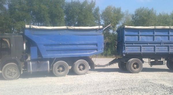 Под Курском пьяный водитель «КамАЗа» без прав протаранил забор и сарай