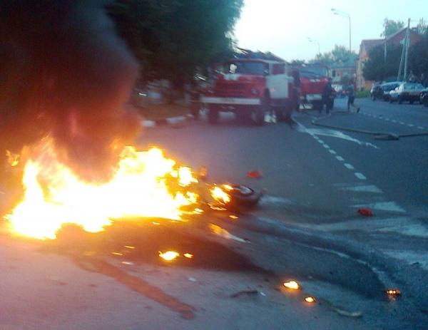 В Обояни после столкновения загорелись автомобиль и мотоцикл