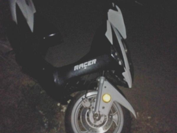 В Рыльском районе ночью разбилась женщина на скутере