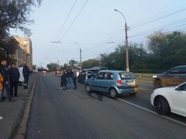 В центре Курска аварию устроили три автомобилистки на иномарках
