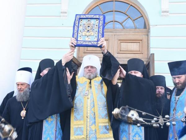 Чудотворной иконе «Знамение» поклонилось более 100 тысяч верующих