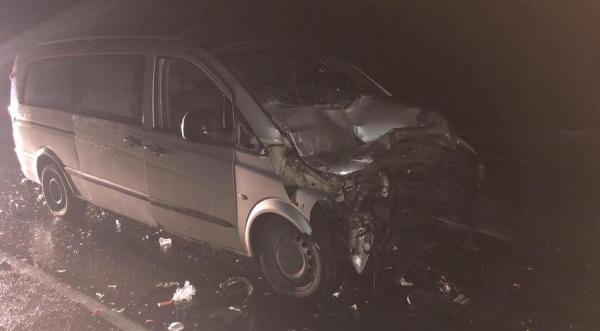 В столкновении микроавтобуса и КАМАЗа пострадали 9 человек