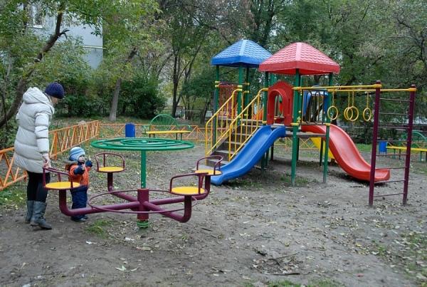Благоустройство курских дворов обещают завершить до конца октября