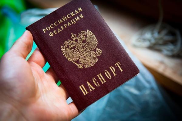 Четырем иностранцам незаконно выдали российские паспорта