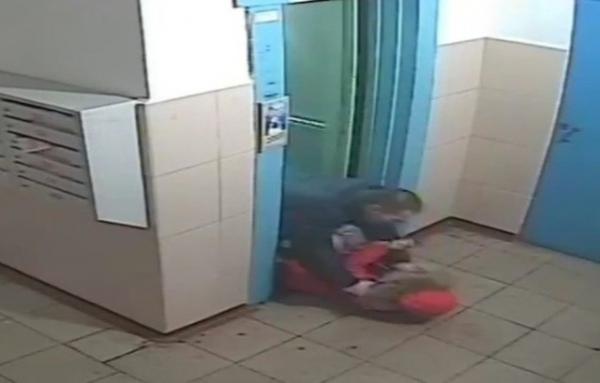 Задержанный курянин отрицает нападение на девушку в лифте
