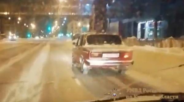 Водителя наказали за пассажира на крыше