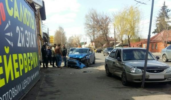 В Курске в столкновении  «ХЕНДАЙ» и «КИА» пострадал полуторагодовалый малыш