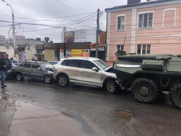 Куряне, попавшие в ДТП с БТРами, требуют у Минобороны почти миллион рублей
