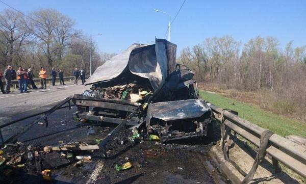 Под Курском грузовой фургон столкнулся с «Калиной». Погибла молодая женщина