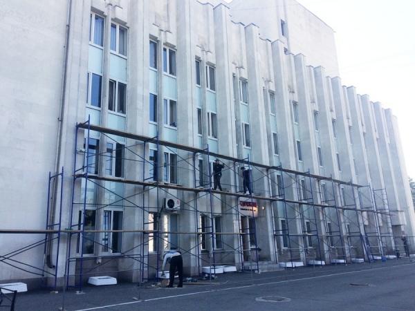 Фасад Курского драмтеатра помоют