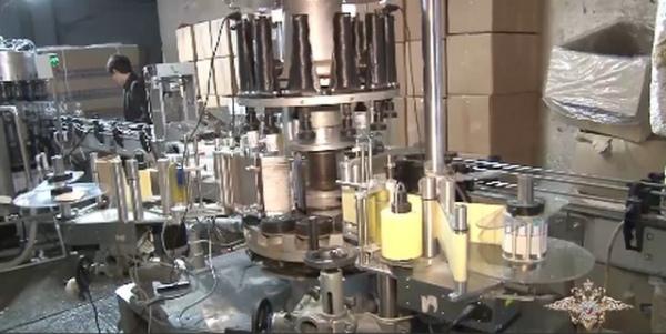 Подпольный цех в Курской области делал 10 тысяч бутылок алкоголя в час