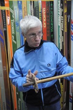 Музейный экспонат: основание – из бамбука, кольцо-ограничитель – из дерева
