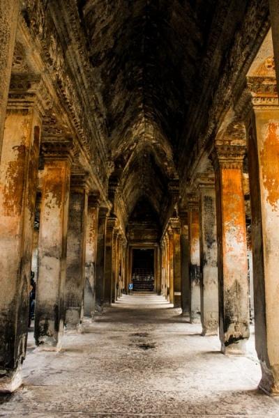 Колоннады кхмерских царей