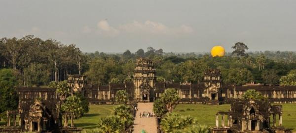 Всю панораму древней столицы кхмерского государства можно увидеть только с воздушного шара