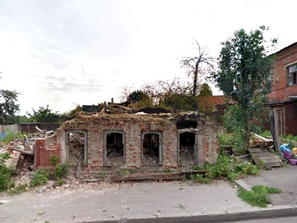Жилой дом на улице Красной Армии, 78, был признан аварийным, расселен и пошел под снос