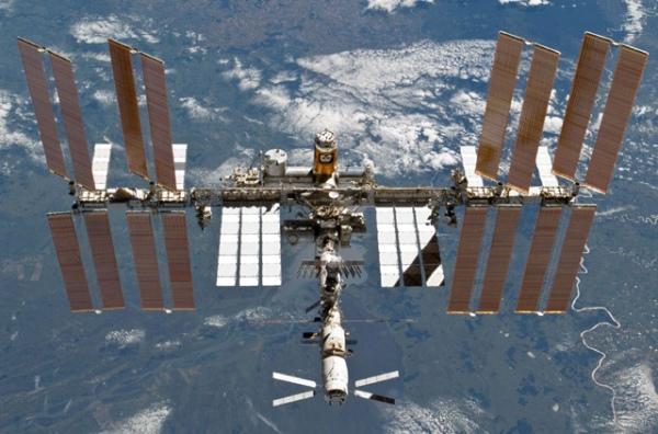 NASA «сбросило» сМКС развертываемую солнечную батарею