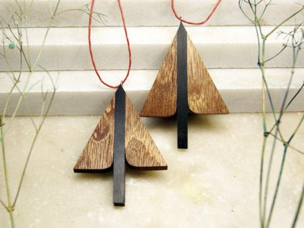 Лаконичные украшения из дерева – безусловный хит у поклонников скандинавского стиля интерьера