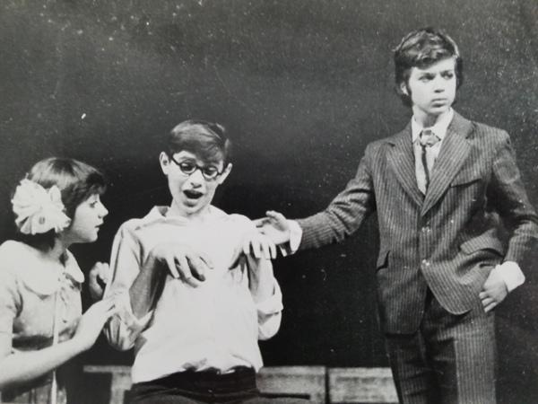 Тюзовское прошлое, которое дало начало голливудскому настоящему (Михаил – крайний справа)