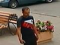 В Курске разыскивают мужчину, забалтывающего продавцов